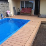 Wpc terasa okolo bazénu