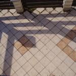 Odlepená dlažba terasy