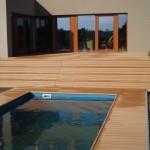 Wpc terasa Star u bazénu.